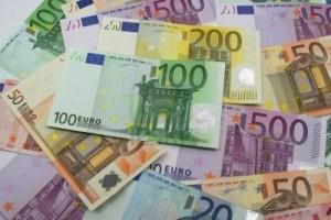 2403043-monton-de-euros-10-20-50-100-200-y-500-euros